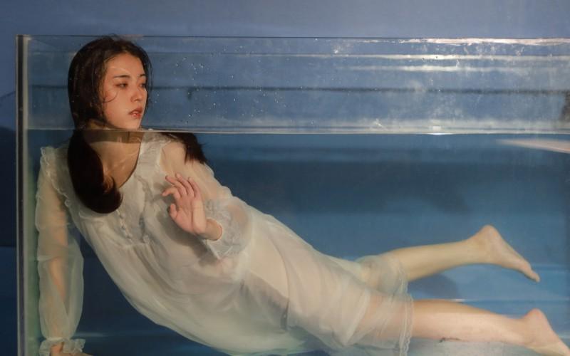 【蜗牛娱乐】清纯水中美女高清桌面壁纸
