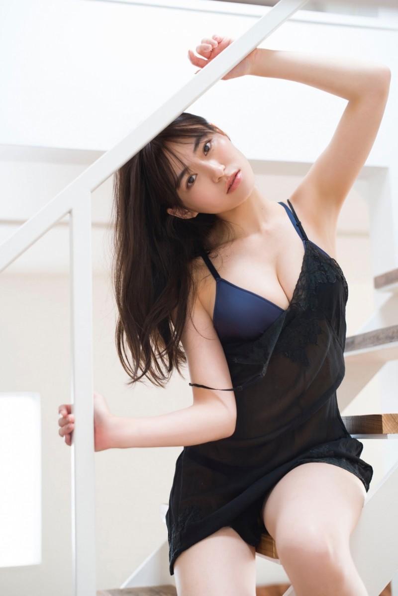 建筑界女神「樱田茉央」F 乳出击!斜杠拍写真也照样窜红