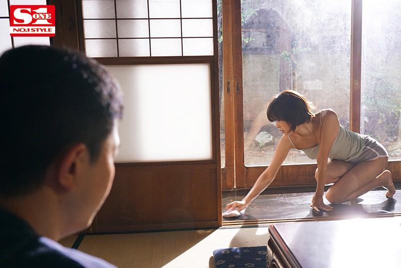 【蜗牛娱乐】葵司SSNI-987 欲求不满人妻在老公身边找小鲜肉缠绵