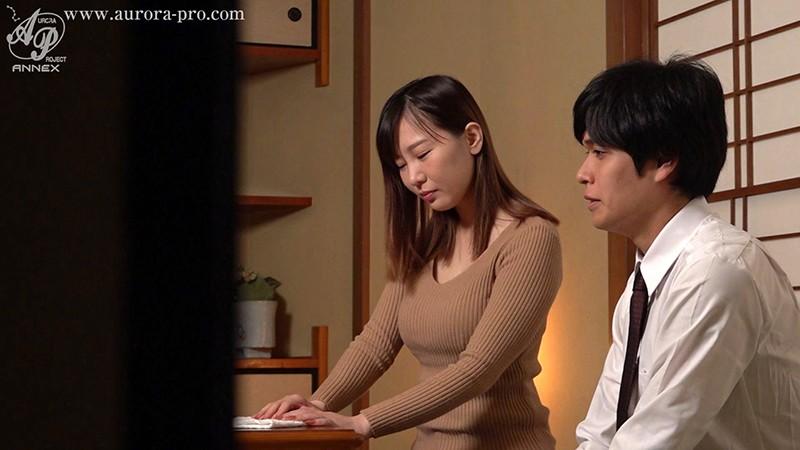 【蜗牛娱乐】三浦瑠衣APNS-226 人妻在老公面前被欺负却很兴奋