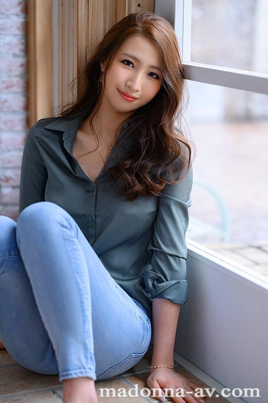 清澈的眼眸、高挑的比例、锐利的曲线美⋯美女中的美女、三尾めぐ妖艳登场! …