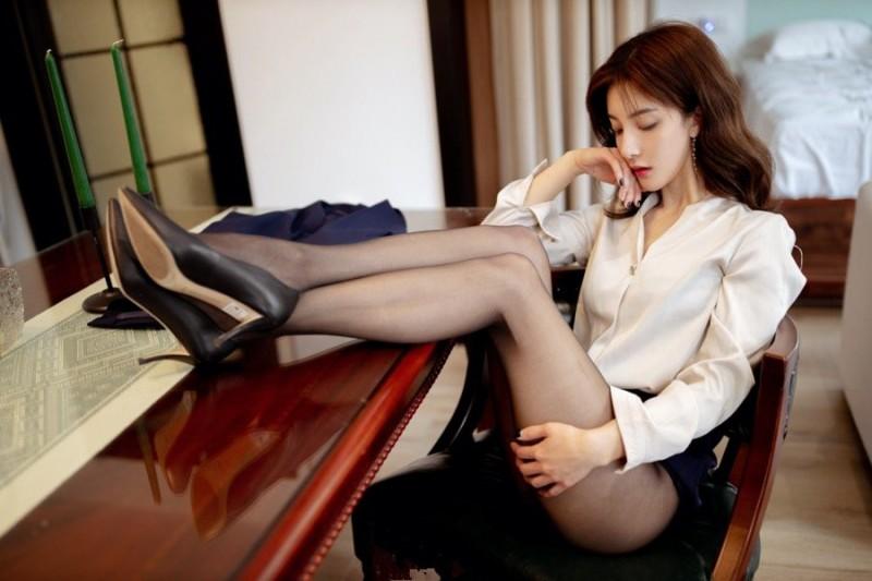 【蜗牛娱乐】气质秘书林文文美腿黑丝齐B小短裙诱惑老板也顶不住!