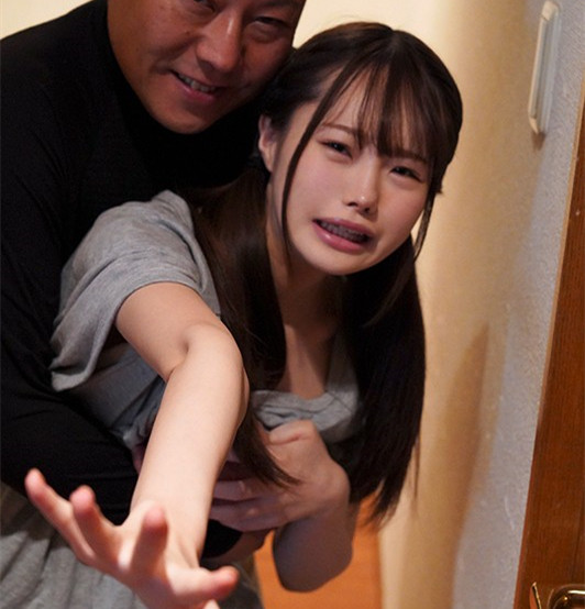 """【蜗牛娱乐】MIAA-272:目睹妹妹""""松本一香""""被继父强姦,哥哥加入战局一捅到底!"""