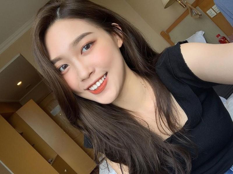韩系正妹「苏豫萱」淡江校花超气质!阳光笑容灿烂夺目