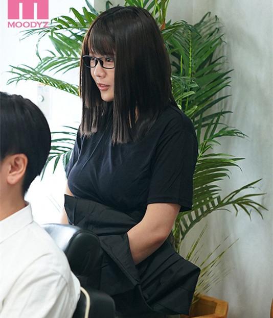 """【蜗牛娱乐】MIMK-089 :理发厅I罩杯师傅""""佐知子""""洗加剪还有""""吹""""还可以中出。"""