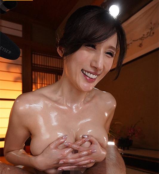 """【蜗牛娱乐】WAAA-066:花式奶交,""""Juia""""爆速骑乘位玩爆男优!"""