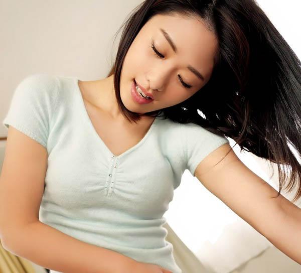 """住对面的漂亮姐姐""""川上奈々美""""在窗旁自慰 勾引大学生无套打炮"""