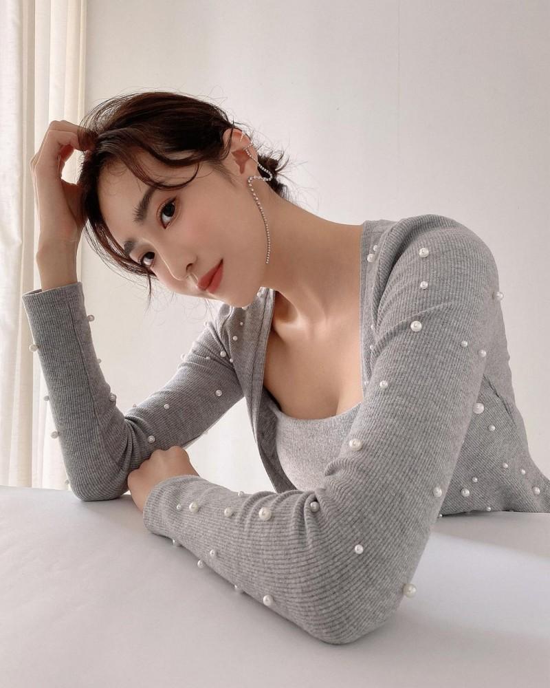 高颜值&高学历!170cm「气质长腿正妹」蔡沁妍,比基尼照火辣高挑宛如名模!