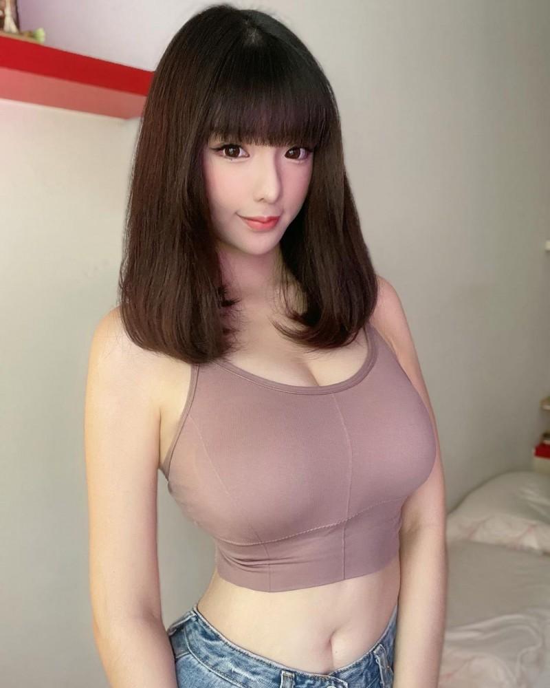 高颜值「短发辣妹」路边展现极品好身材!