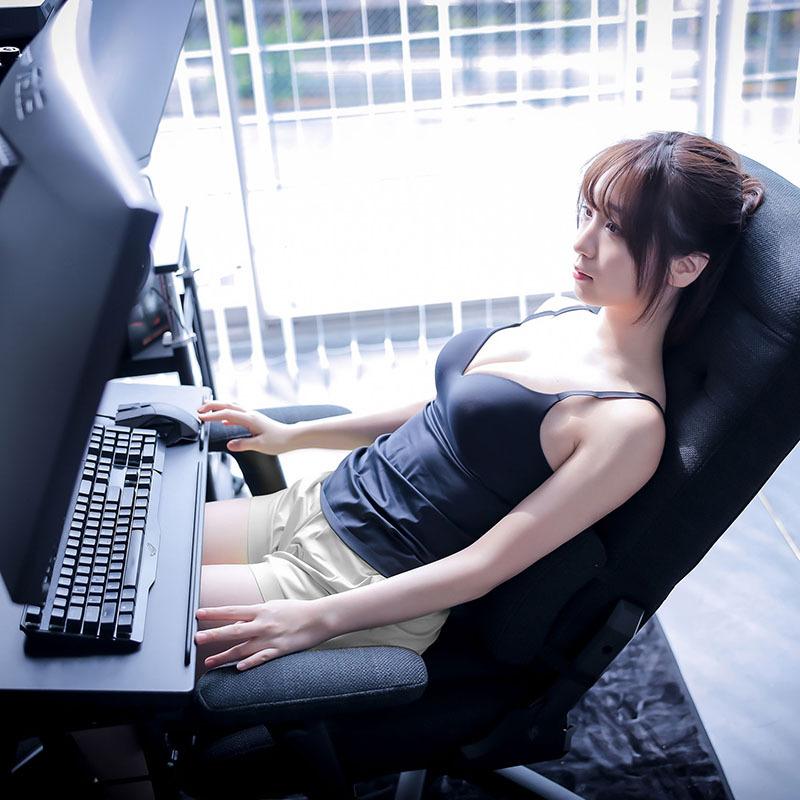 女神Coser「伊织萌」最新写真照出炉!超火辣「围裙」让粉丝疯狂
