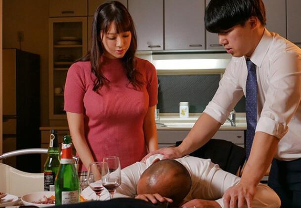 【蜗牛娱乐】安斋拉拉4月新作SSIS-050 人妻和老公下属在家滚床单