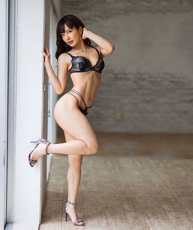 【蜗牛娱乐】由爱可奈JUL-545 熟女被硬上情欲倾泄