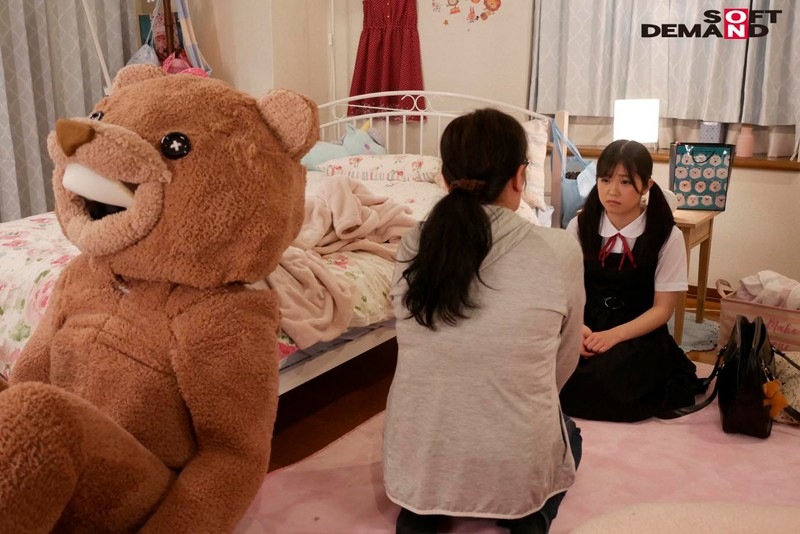 【蜗牛娱乐】露露茶(るるちゃ) 作品SDMU-942:制服美少女惨遭玩偶装变态大叔潜入房间调教。