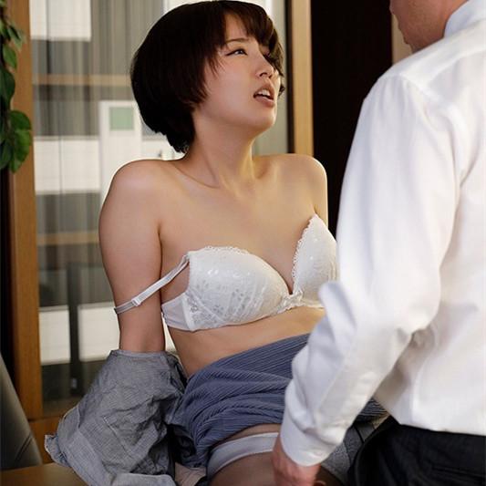 【蜗牛娱乐】美咲かんな(美咲佳奈)作品 SHKD-953:职场丝袜人妻办公室遭变态老板强暴中出。