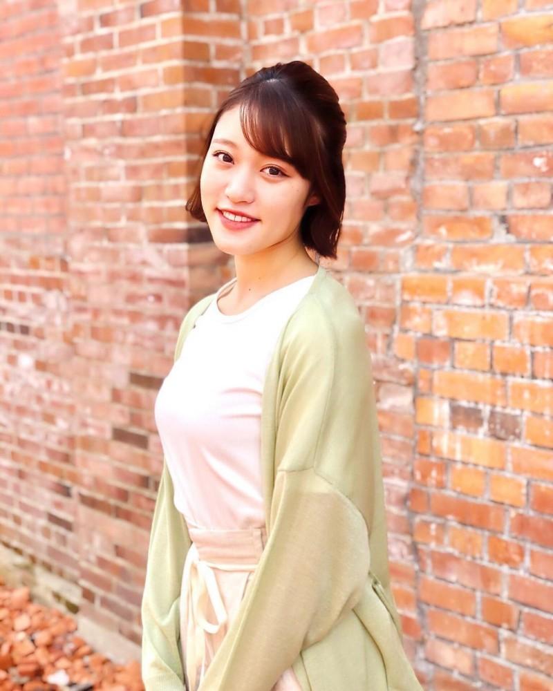 天菜开朗女神「王林」九头身曲线根本行走衣架如天使般「露齿灿笑」温暖又治愈人心