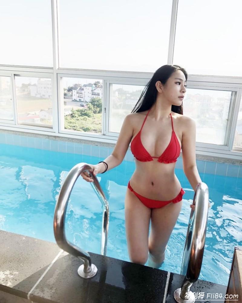 """今日妹子图20200310:韩国性感尤物""""barbie""""穿上女仆装事业线很吸睛!"""