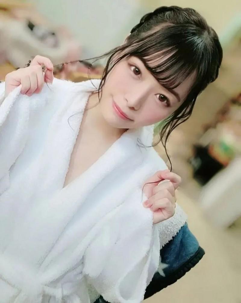 【蜗牛娱乐】纯真美少女八木奈奈 战斗力越强越有自信