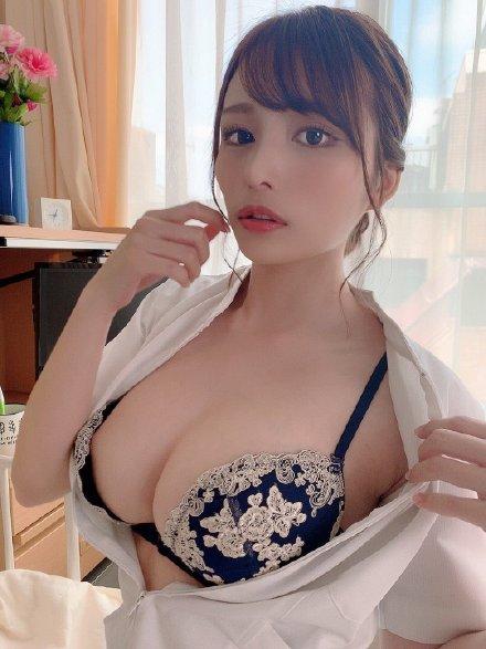 【蜗牛娱乐】伊藤舞雪CAWD-091 巨乳姐姐安慰陷入婚姻倦怠期妹夫