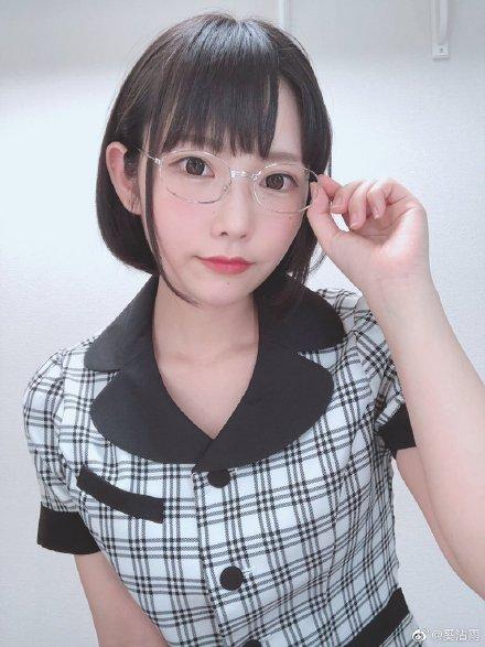【蜗牛娱乐】白坂有以MIDE-792 女生电车上被痴汉撩起长裙