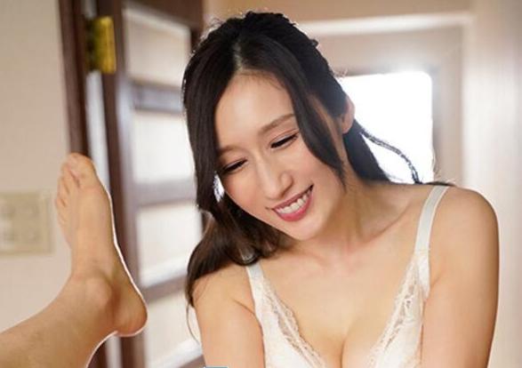 【蜗牛娱乐】Julia最新作品MEYD-679 人妻训练小处男邻居