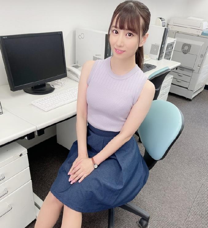 【蜗牛娱乐】初川南MIDE-918 女主管把同事拉到会议室做刺激运动