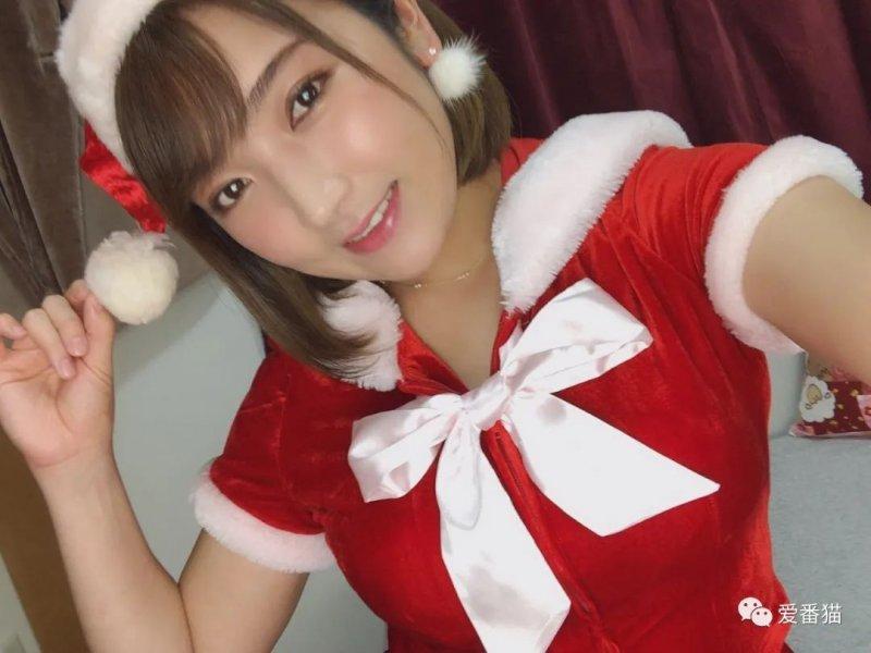 【蜗牛娱乐】神咲诗织嫁给摔角选手岩崎孝树 晒合照满脸幸福