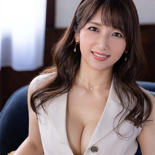 """【蜗牛娱乐】""""坂井希""""作品ROE-002 :空姐人妻美貌和色气都是头等舱等级!"""