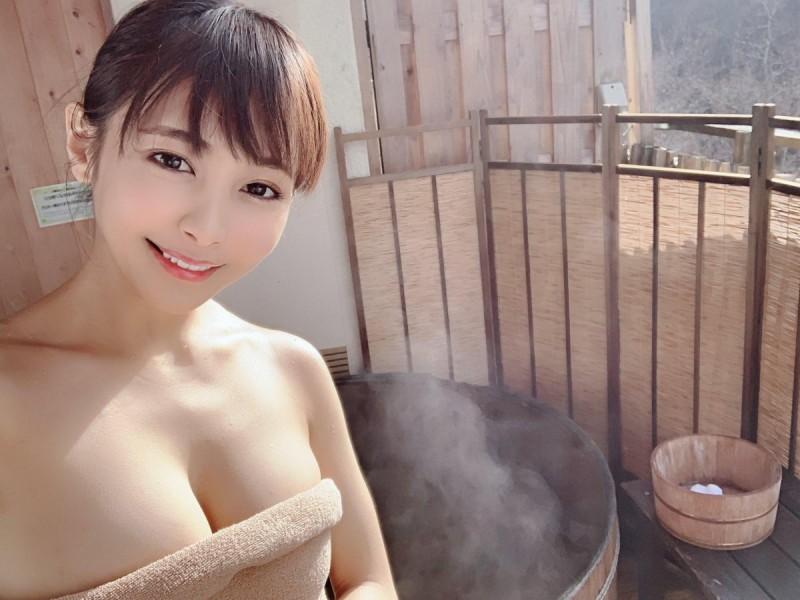 【蜗牛娱乐】逢见梨花WAAA-041 混血熟女挑战大叔令人兴奋