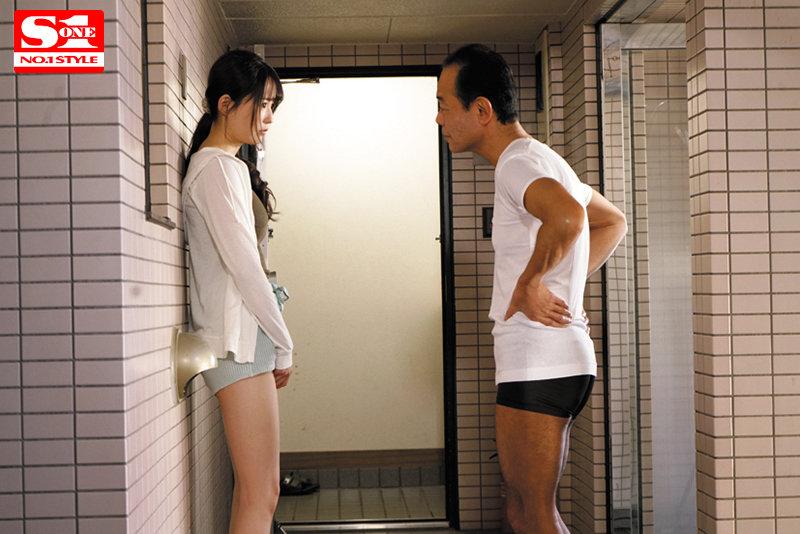 """禁欲一个月受不了!饥渴女大生""""乙白さやか""""背着男友搞上隔壁大叔!"""